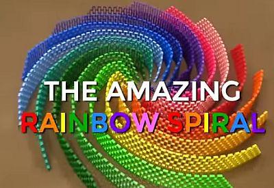 12.000 Dominos, eine Regenbogenspirale
