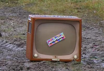 Alten TV in die Luft sprengen