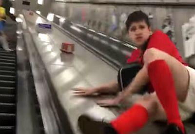 Wie man eine Rolltreppe benutzt - nicht.