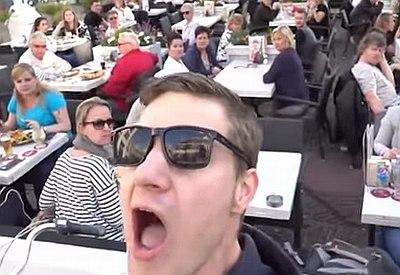 Extrem laut rülpsen in der Öffentlichkeit
