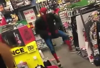 "Spiderman tanzt zu ""Take on me"" von A-HA"