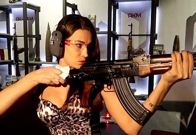 Neues aus Russland: Waffen und Frauen