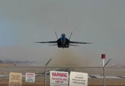 F-18 Super Hornet im Tiefflug