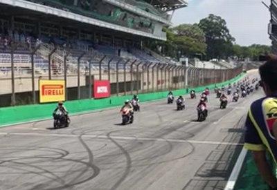 Start beim Motorradrennen verkacken