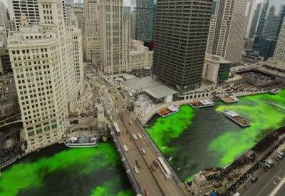 Chicago River wird für den St. Patricks Day gefärbt