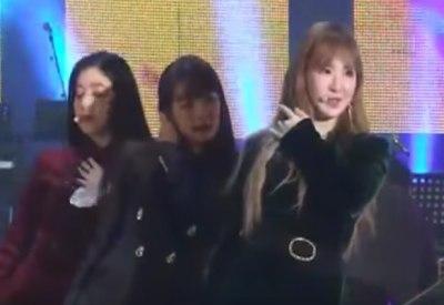 Südkoreanische Band tanzt vor nordkoreanischem Publikum