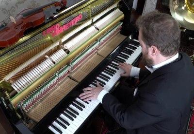 Avicii Tribut Nr. 2: Top 10 Avicii Songs auf Klavier gespielt