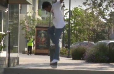 Skater mit perfekter Landung nach Sturz
