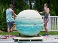 Die größte Badebombe der Welt bauen