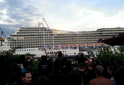"""Kreuzfahrtschiff spielt """"Seven Nations Army"""""""