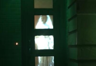 Gruselige Tür zu Halloween