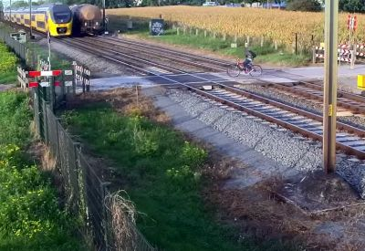 Neulich am Bahnübergang...