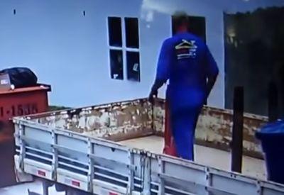 Sehr gekonnt (nicht) vom LKW fallen