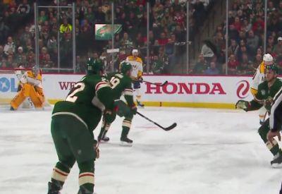 Schläger zuspielen beim Eishockey