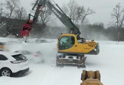 Alternative Schneeentfernung mit Bagger