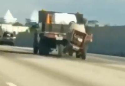Lebensfroher Mischer auf der Autobahn