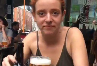 Gemütlich ein Bier trinken
