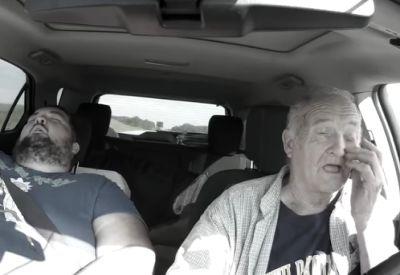 Kurzes Nickerchen im Auto halten