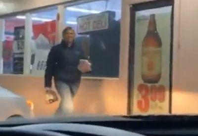 Freundin holt Bier