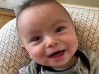 "Baby Ryan ""singt"" Thunderstruck"
