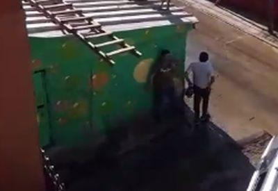 Leg dich nicht mit einem Wasserwerfer an