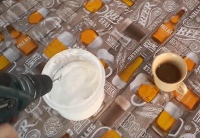 Kaffee mit Akkuschrauber süßen