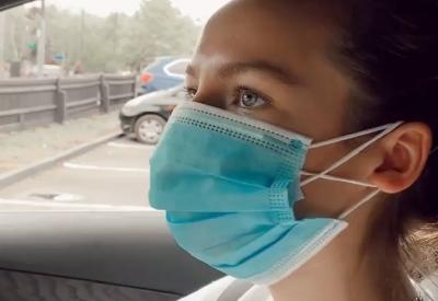 Essen mit Mund-Nasen-Maske